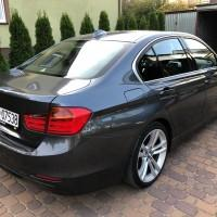 BMW widok z prawego boku